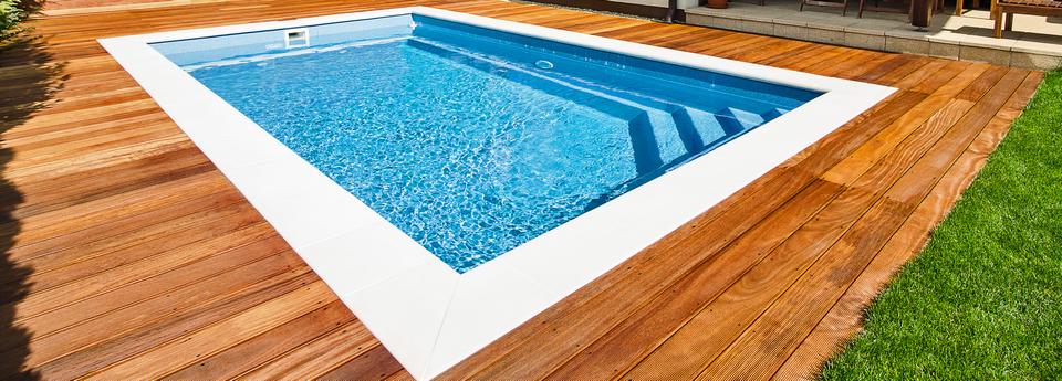 Takto čistý Vám vydrží bazén bez zastřešení pouze pár dnů.